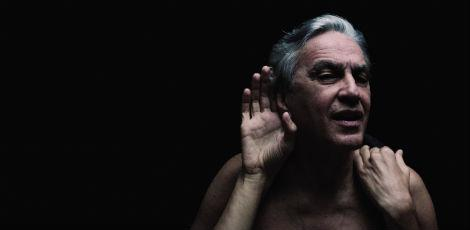 Abra&ccedil;a&ccedil;o do baiano Caetano Veloso chega hoje ao Recife
