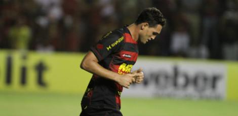 Gilberto ainda no sabe se comea jogando contra o Grmio, no Olmpico / Foto: Guga Matos/JC Imagem