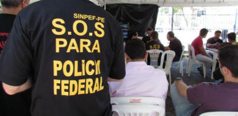 Policiais federais realizaram assembleia pela manh / Foto: Alana Lima/ Especial para o JC