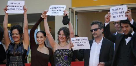 Equipe de Aquarius protesta no Festival de Cannes / AFP